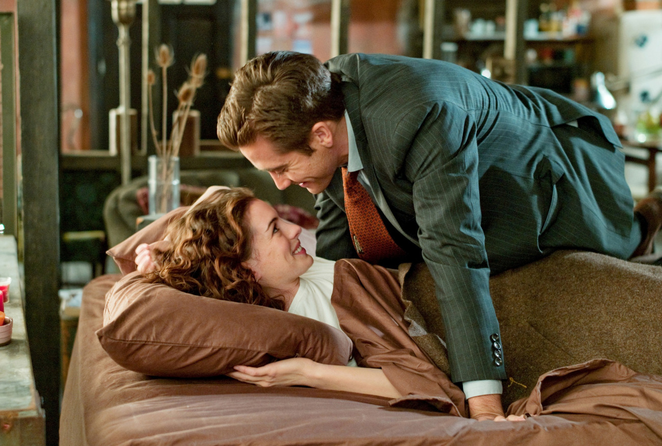LOD-111 Maggie (Anne Hathaway) and Jamie (Jake Gyllenhaal) enjoy their evolving relationship.
